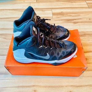 Nike Zoom Without a Doubt - Men's Baskbetball Shoe